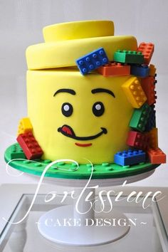 Lego Man Head Cake with Solid Chocolate Lego Blocks - Cake by Tortissime Cake Design - CakesDecor Fancy Cakes, Cute Cakes, Lego Torte, Chocolate Lego, Chocolate Cupcakes, Bolo Lego, Decors Pate A Sucre, Lego Birthday Party, Cake Birthday