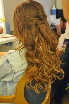 O grande dia da formatura está chegando e você ainda não decidiu o cabelo? Confira aqui as melhores inspirações de penteados para formatura pra você arrasar