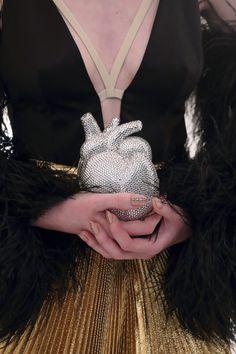 La alegría, las plumas, los brillos y las siluetas sartoriales regresan en 2022. Runway Fashion, Fashion News, High Fashion, Fashion Beauty, Fashion Show, Mens Fashion, Luxury Fashion, Athleisure, Harry Styles