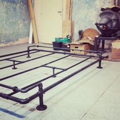 Cama Industrial, Industrial Interior Design, Industrial House, Industrial Furniture, Industrial Bed Frame, Diy Iron Pipe, Diy Pipe, Pipe Bed, Pipe Decor