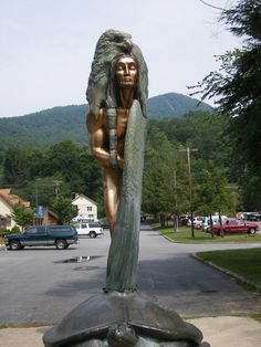 """Cherokee Statue """"Transformation Through Forgiveness"""", NC, 2007 Native American Ancestry, Native American Cherokee, Native American Girls, Native American History, Indian Tribes, Native Indian, Native Art, Cherokee Tribe, Cherokee Indians"""