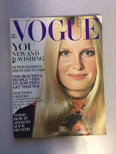 vintage Vogue Magazine November 1 1970 Gunilla lindblad Lauren Hutton fashion