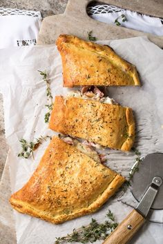 This gluten free and keto calzone pays a great homage to the classic Italian turnovers made with pizza dough. This one, however, uses our (dairy free!) keto dough to yield an awesome low carb dish. Gf Recipes, Ketogenic Recipes, Dairy Free Recipes, Low Carb Recipes, Healthy Recipes, Keto Foods, Quick Recipes, Recipes Dinner, Calzone