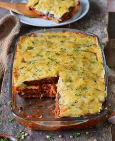 Vegan moussaka with a creamy bechamel sauce. This gluten-free, plant-based Greek recipe is a great comfort meal for dinner. Made with lentils and eggplants. Lentil Recipes, Vegetarian Recipes, Healthy Recipes, Greek Recipes, Whole Food Recipes, Vegan Gluten Free, Gluten Free Recipes, Vegan Moussaka, Greek Dishes