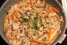 Baby led weaning Rezept für Putengeschnetzeltes mit Champignons und Karotten auf babyspeck.at, Geschnetzeltes für den Familientisch mit Creme fraiche