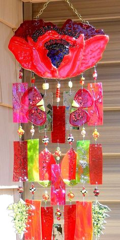 I'm not usually a big fan of red, but this is really pretty.  It was made by Kirksglassart.  This one has been sold, but the artist has other windchimes for sale on Etsy.