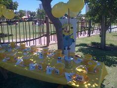 Minion theme party table