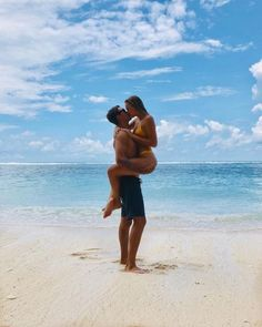 Glamoxury d r e a m couple beach photos, couple beach pictures, cute co Couple Beach Pictures, Summer Pictures, Couple Photos, Beach Photos Couples, Honeymoon Pictures, Vacation Pictures, Couple On The Beach, Tumblr Beach Photos, Couples Vacation