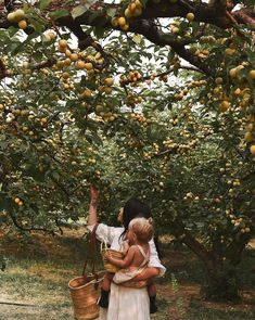 Mother and daughter in an orchid ideas for fashion style boho chic indie Family Goals, Family Life, Vie Simple, Future Goals, Northern Italy, Farm Life, Country Life, Country Living, Dream Life