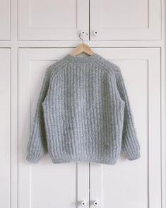 German Knitting Instructions – Adult – PetiteKnit Knitting pattern patent pattern in two colors Instructions Easy Sweater Knitting Patterns, Knitting Stitches, Knitting Socks, Knitting Ideas, Cable Knitting, Crochet Sweaters, Knit World, Mohair Yarn, Bind Off
