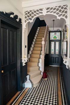 Der Grund warum ich immer male The Frugality altbau Edwardian Haus, Edwardian Hallway, Edwardian Staircase, Victorian Terrace Hallway, Home Interior Design, Interior Decorating, Hall Interior, Interior Architecture, Interior Colors
