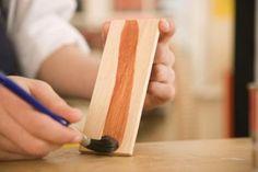 Cómo usar un sellador de lijado al teñir madera | eHow en Español