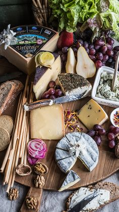 Meat Cheese Platters, Party Food Platters, Charcuterie And Cheese Board, Charcuterie Platter, Antipasto Platter, Fried Goat Cheese, Meat And Cheese, Tapas, Deli Sandwiches
