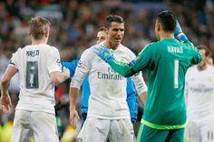 Info Bola : Aksi Ronaldo 'Sihir' Zinedine Zidane