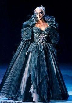 Le XVIIIe au goût du jour - Couturiers et créateurs de mode au ...
