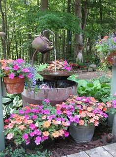 Need DIY garden projects and ideas to decorate your home outdoor? Find 101 DIY garden projects made with recycled materiel to upgrade your garden at no cost. Fountains Outdoor, Plants, Beautiful Gardens, Backyard Garden, Beautiful Backyards, Water Features In The Garden, Garden Features, Garden Art, Garden Projects