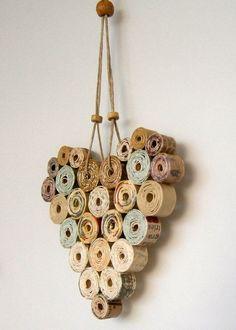 kreative wandgestaltung mit deko aus papier als Idee zum basteln mit papier