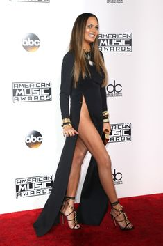 Leave it to Chrissy Teigen to show off some major leg on the AMAs 2016 red carpet.