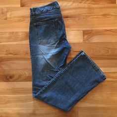 Banana Republic jeans Banana, structured tab top jeans. In excellent condition. Banana Republic Pants Straight Leg