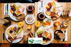 Sunday morning, breakfast is the best chatting with your loving friends and family in your favorite restaurant... Tea & Coffee it's up to your choice, both do well for your body and kick you in with all the energy you need for the rest of the day! 💪💪 Breakfast Plate, Breakfast Buffet, Best Breakfast, Sausage Breakfast, Morning Breakfast, Breakfast Club, Sunday Morning, Tea Brands, Brunch Spots