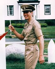 RICHARD GERE AN OFFICER AND A GENTLEMAN RAISING FLAG POSTER AND PHOTO 284913