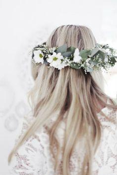 Boho bride's long down wedding hairstyle with white daisy flower crown bridal hair ideas Toni Kami ⊱✿⊰ Flowers in her hair ⊱✿⊰ corona halo Pretty Hairstyles, Wedding Hairstyles, Bridal Hairstyle, Boho Hairstyles, Updo Hairstyle, Hairstyle Ideas, Hair Ideas, Flower Head Wreaths, Flower Crowns