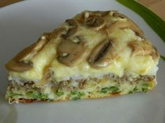 Eine herzhafte Torte mit Pilzen, Hackfleisch und Käse A hearty cake with mushrooms, different cheeses, minced meat and green beans. You can use different ingredients according to your taste. Egg Recipes, Diet Recipes, Chicken Recipes, Cooking Recipes, Healthy Recipes, Puff And Pie, Mushroom Casserole, Food Porn, Low Fat Cheese