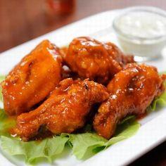 How To Make Buffalo Wings - Hot Wings Recipe Baked Honey Garlic Chicken, Honey Garlic Chicken Wings, Baked Chicken Wings, Smoked Chicken, Chicken Wing Recipes, Broil Chicken, Fried Chicken, Spicy Recipes, Chef Recipes