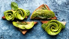 5 Ways to Love an Avocado. Have an avocado? Here are 5 different ways to prepare an avocado, with links to recipes and more! Healthy Fats Foods, Vegan Foods, Healthy Weight, Paleo Diet, Healthy Food, Foods To Balance Hormones, Cura Diabetes, Diabetes Test, Avocado Benefits