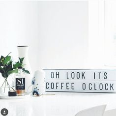 Monday Morning...coffee oclock! For those working like me: lets go girl!! Lovely regram by @bekkoshop #lightboxlong #alittelovelycompany  #lichtbak #cinemalightbox #lightbox