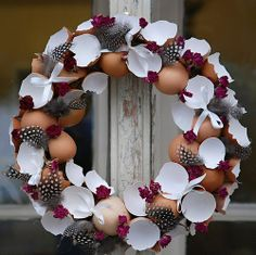 Making a wreath with egg shells Inspiring ideas for spring and Easter . - Make a wreath with egg shells Inspiring ideas for spring and Easter - Spring Decoration, Diy Ostern, Ideias Diy, Easter Party, Egg Shells, Easter Wreaths, Diy Décoration, Diy Wreath, Easter Crafts