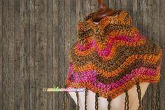 Spiegazioni, foto e schema per fare un bel coprispalle all'uncinetto in lana. Modello per donna adatto anche come scaldacollo.