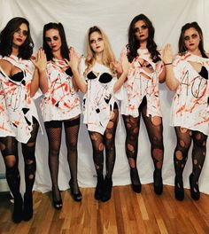 ☞☠ Halloween will be here before we know it. Do you have a costume picked out yet? Well then consider a fun group costume for Halloween. Easy Girl Halloween Costumes, Zombie Halloween Costumes, Scary Halloween, Zombie Costume Women, Zombie Couple Costume, Halloween Kleidung, Maquillage Halloween, Halloween Disfraces, College Parties