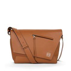 Loewe Messengers - ANTON MESSENGER BAG Tan. PERFECTION