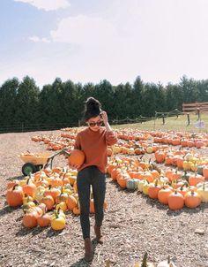Halloween Bucket List, Fall Photo Shoot Outfits, Cute Fall Outfits, Pumpkin Farm, Cute Pumpkin, Pumpkin Carving, Pumpkin Spice, Selfies, Pumpkin Patch Pictures