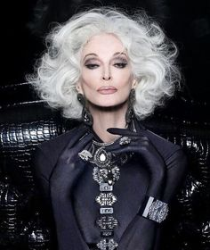 Outfits ideas & inspiration : Look great with our hair proposals for mature women! On this occasion I want to share with our dear readers some ideas of haircuts for mature women, Carmen Dell'orefice, Poses Modelo, Grey Wig, Gray Hair, Frontal Hairstyles, Short Hairstyles, Peinados Pin Up, Advanced Style, Ageless Beauty