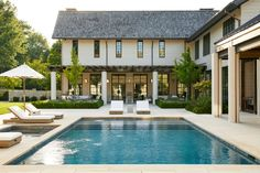 Designer Suzanne Kasler and architect Bill Ingram transform a dated property overlooking the city into a serene retreat made for entertaining Architectural Digest, Nashville, Bill Ingram, Cozy Patio, Mug Design, Farmhouse Renovation, Inspiration Design, Interior Inspiration, Design Ideas