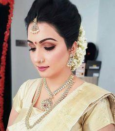 Bridal hairdo, bridal hair and makeup, bride makeup, indian bridal Indian Bridal Makeup, Bridal Hair And Makeup, Bride Makeup, Hair Makeup, Bridal Hairdo, Hairdo Wedding, Crazy Wedding Photos, Half Up Curls, South Indian Bride Hairstyle