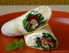 sanduiche enrolado Wrap de Rúcula e Tomate Seco (Sanduíche Enrolado)