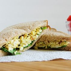 Made lighter with Greek yogurt this sweet and delicious Curried Chicken Salad is loaded with golden raisins and pecans and makes a perfect lunch! Canned Pumpkin Recipes, Greek Yogurt Recipes, Chicken Curry Salad, Sandwich Recipes, Salad Sandwich, Tuna Salad, Chicken Sandwich, 30 Minute Meals, Quick Meals