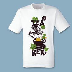 T-shirt Tea Rex | Een 100% katoen single jersey t-shirt verkrijgbaar met v-hals of ronde hals met een opdruk voor zowel kids als heren! In diverse maten verkrijgbaar.  #kleding #textieldruk #textielprint #opdruk #print #eigenprint #damesshirt #herenshirt #tshirt #shirt #tekst #kindershirt #kids #kinderen #kinder #kind #jongensshirt #meidenshirt #jongens #meisjes #meiden #trex #tyrannosaurusrex #dino #dinosaurus #thee