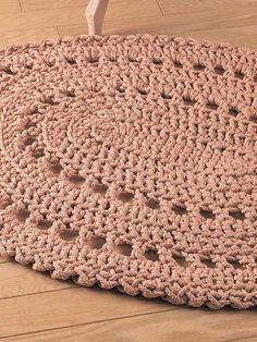 Work this rug up quickly using 6mm craft cord and a size Q hook. Skill Level: Beginner @Sofia Miller Ryals.