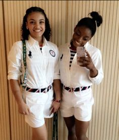 Lauren Henandez and Simone Biles, before the Olympics 2016 closing ceremony