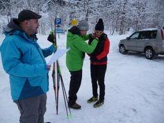 http://blog.berchtesgadener-land.com/ Da traf es sich gut, dass am Freitag, den 8.2. 2013 ein Filmteam der Megaherz GmbH im Auftrag des bayerischen Rundfunks ins  Berchtesgadener Land kam, um Hilde Gerg, mir und anderen Langlaufneulingen zuzusehen, wie wir unsere ersten klassischen Schritte in der Loipe wagten. Als Drehort wurde  die Höhenloipe Scharitzkehl in Berchtesgaden ausgewählt. Unser Langlaufcoach war Manuel Huber von der Skischule Adventure Elements