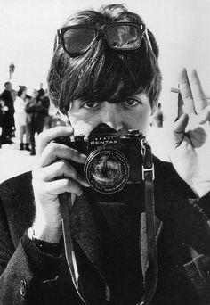 Paul McCartney in Miami (1964). Note his black-body Asahi Pentax SV camera, the last Asahi model before the Spotmatic was introduced.