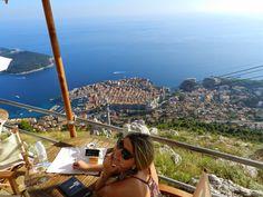 Mais uma no restaurante Panorama, que se chega de Teleférico. Lá embaixo: Old Town Dubrovnik e Ilha de Lokrum