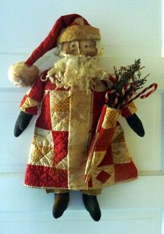 I made two Santa& using a new Tennessee Ridge Primitives pattern. I& getting low on this old quilt, sure wish I had more. I keep coming. Merry Little Christmas, Primitive Christmas, Retro Christmas, Christmas Love, Country Christmas, Christmas Snowman, Handmade Christmas, Christmas Crafts, Father Christmas