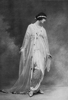 Les Modes (Paris), 1914, Robe du Soir par Lucile. #vintage #Edwardian #fashion