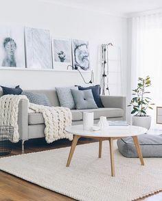 Bom dia com gostinho de paz em uma sala de estar toda clarinha. E a mesinha de centro não é um charme? Nossa dica é a Mesa de Centro Tóquio Branca.  #designdeinteriores #homesweethome #home #inspiration #inspiração #moblybr #mobly #bomdia #saladeestar #decore #love #coffe #happy #sala #blue #color #almofadas #sofa