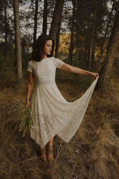 White lace vintage bridal dress | Image by Oscar Castro